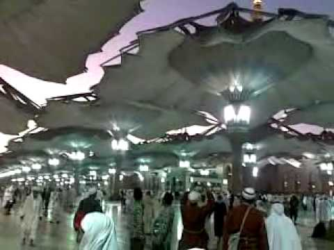 Umbrella opening Masjid e nabvi.mp4